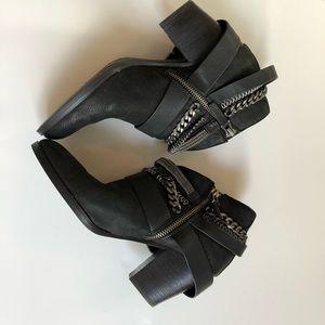 Dolce Vita black Yazmina Booties 7.5 chains